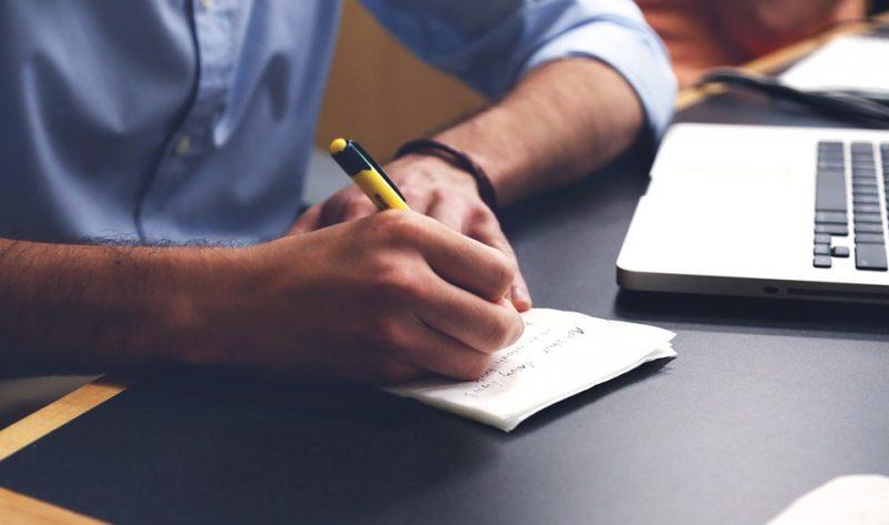 Menulis makalah